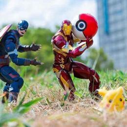 Fotos de  bonecos de heróis  em momentos hilários