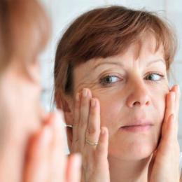 Receita caseira que promete diminuir a oleosidade da pele