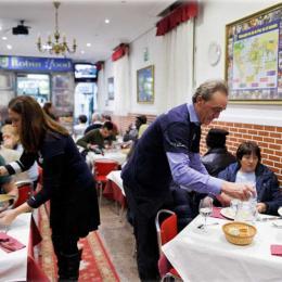 Restaurante Robin Hood cobra dos ricos e alimenta os pobres