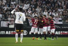 Vitória ganha em Itaquera e impõe ao Corinthians primeira derrota no Brasileiro