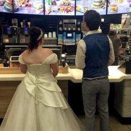 Casamento é tão bom que acaba em rede de fast food