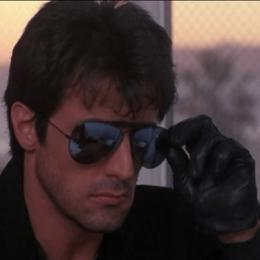 Para a doença chamada violência, só existe uma cura: Stallone Cobra