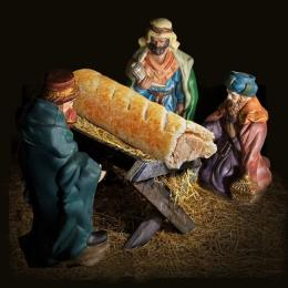 Rede de lanches troca Jesus por enroladinho de salsicha em presépio