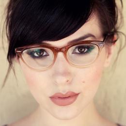 5 dicas de maquiagem para quem usa óculos de grau