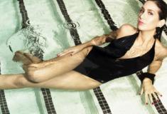 Mayara Lepre posa em ensaio de moda praia