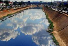Estudante cria boia que oxigena rios poluídos