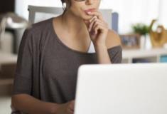 9 pesquisas no Google que as mulheres fazem escondidas