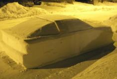 Homem faz carro de neve inspirado em