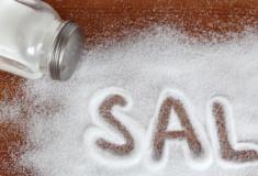 Confira 9 sinais de que você está comendo muito sal