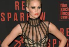 Jennifer Lawrence quase mostra os seios na premiere do seu novo filme - Parte 2