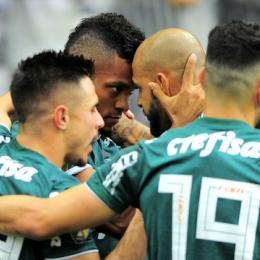 Em jogo tenso, Palmeiras vence Corinthians em Itaquera e fica a um empate do título