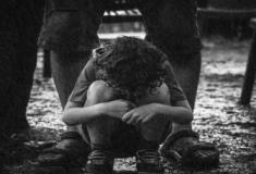Os efeitos de uma má infância nos relacionamentos adultos