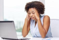 5 hábitos da vida moderna que provocam dor de cabeça e como evitá-los
