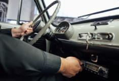 Dos primeiros auto-rádios com botões ao ecrã táctil com controlo por voz