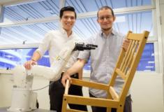 Cientistas desenvolvem robô capaz de montar cadeira em 8 minutos