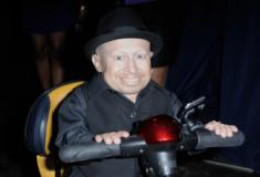 Verne Troyer, o Mini-Me de 'Austin Powers', morre aos 49 anos