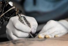 Os riscos de fazer uma tatuagem