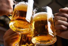 Quantos anos da sua vida um único drink por dia pode tirar