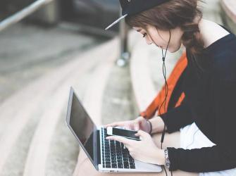 Como as mídias sociais afetam as meninas adolescentes?