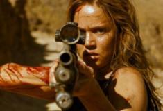 Thriller francês Vingança subverte a expectativa e revitaliza o gênero