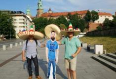 Mulher 'barra' marido na Copa, mas amigos levam à Rússia versão em papelão