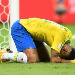 Brasil sofre gol contra, esbarra no goleiro Courtois e é eliminado pela Bélgica