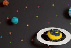 Por que alguns planetas giram em direções diferentes?