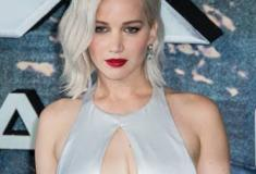Jennifer vai a uma premiere com vestido deslumbrante