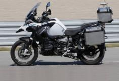 BMW cria moto autônoma