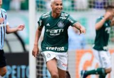 Palmeiras vence Grêmio com 2 gols de Deyverson e segue com vantagem na liderança