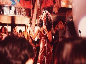 Vida de Donna Summer 'Rainha da Discoteca' entre sucesso com feminismo