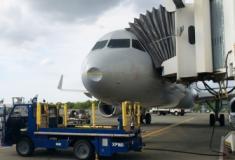 Bêbado, carregador de bagagens dorme em avião em Kansas e acorda em Chicago