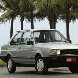 Volkswagen Santana  - Foi lançado em 1984 nas versões CS, CG e CD