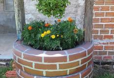 Um lindo poço para o seu jardim construído com 3 pneus.
