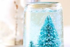 Faça lindos globos de neve com potes usados