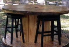 Lindas mesas a partir de bobines de madeira