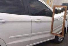Gambiarras nos espelhos retrovisores dos carros