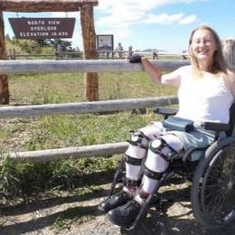 A mulher que é saudável e quer viver como uma deficiente