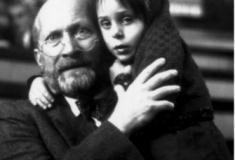 Saiba o porquê que Janusz Korczak em 1942, guiou 192 crianças até a câmara de gás?