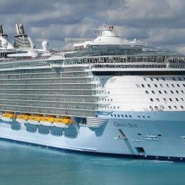 """Passageiros doentes obrigam o """"Oasis of the Seas"""" a regressar ao porto"""