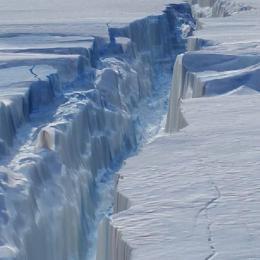 Cientistas descobrem buraco gigante na Antártida