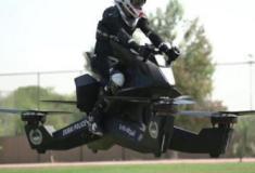 A moto voadora que atinge 5 metros de altura