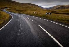 Material plástico na construção de estradas