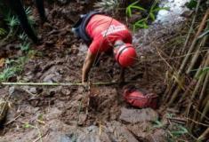 As buscas por vítimas do rompimento da barragem da Vale continuam pelos bombeiros