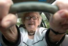 Idosos ao volante: Como convencê-los a parar de dirigir?
