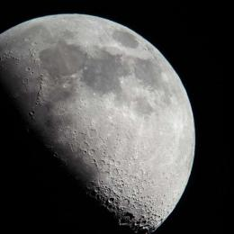 Lua 'muda' de direção e fenômeno é captado por observatório da NASA