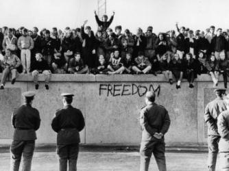 Qual é a história do muro de Berlim?