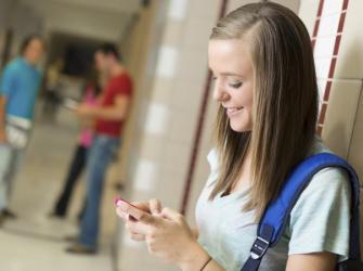 Os prós e contras de permitir telefones celulares na escola