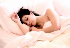 Você troca o dia pela noite? Entenda como o sono invertido afeta sua saúde