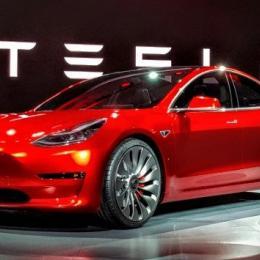 Tesla lança táxis sem condutor já no próximo ano